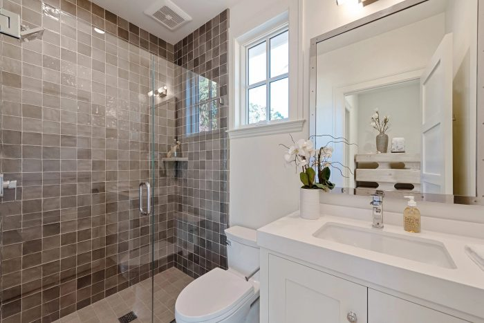 12262 Bath 1