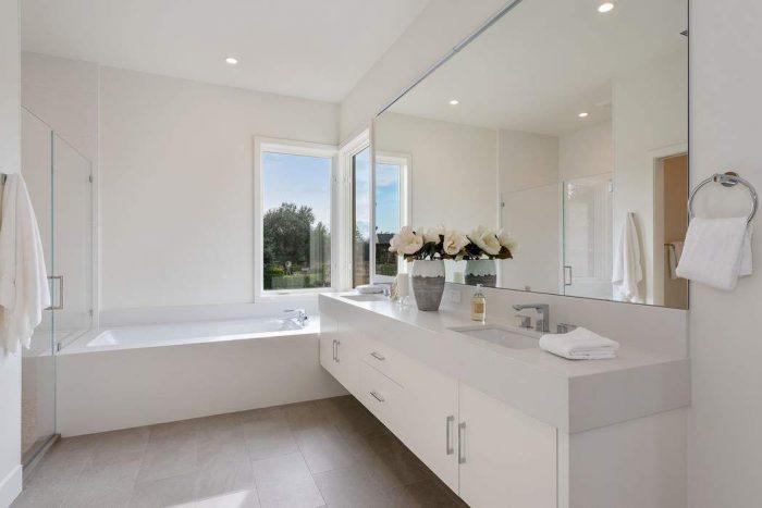 Main Bath NE